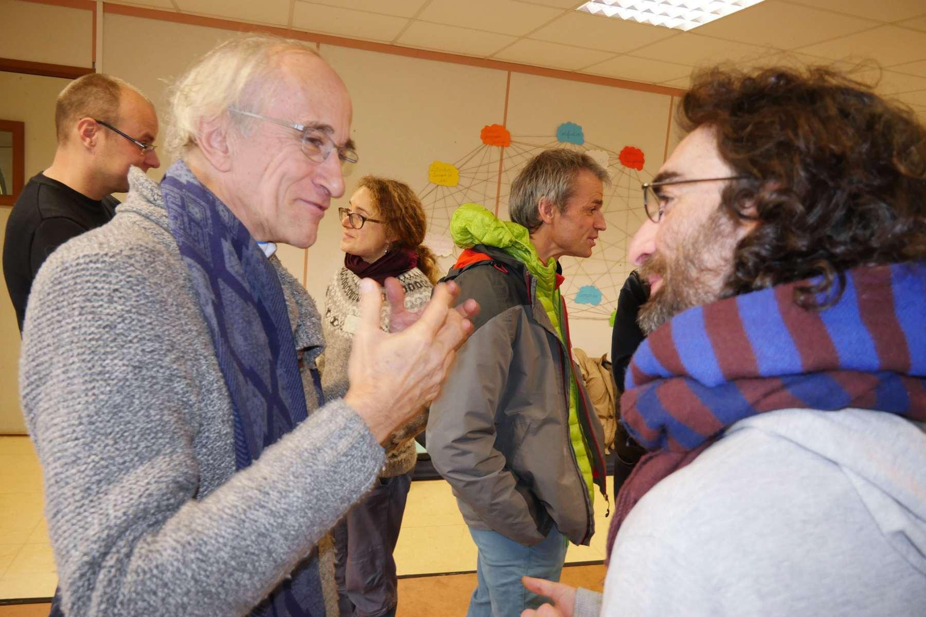 Christian Koenig, ancien directeur de l'ESSEC, est le 4e et dernier copilote du dispositif. Il discute avec  Jean-Baptiste Gaboriau, chargé de mission Mobilité au Campus de la Transition.