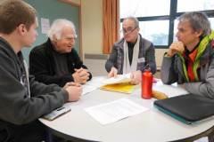 """Une table qui réunit des experts en """"sciences dures"""" et un étudiant qui a signé le Manifeste étudiant pour un réveil écologique."""
