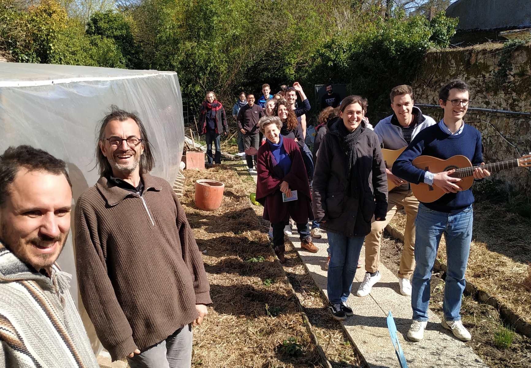 Chant pour l'anniversaire de notre voisine Blandine, horticultrice.
